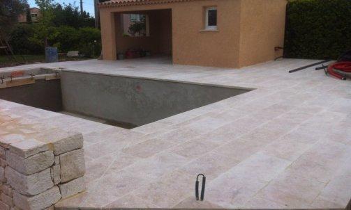 Piscine bassin fontaine Bollène