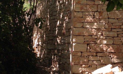 mur en pierre Bollène